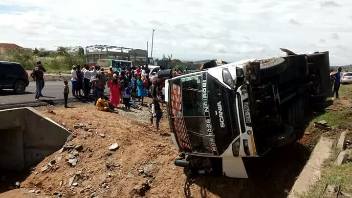 Photo of Tahmeed Bus Heading To Mombasa Involved In An Accident