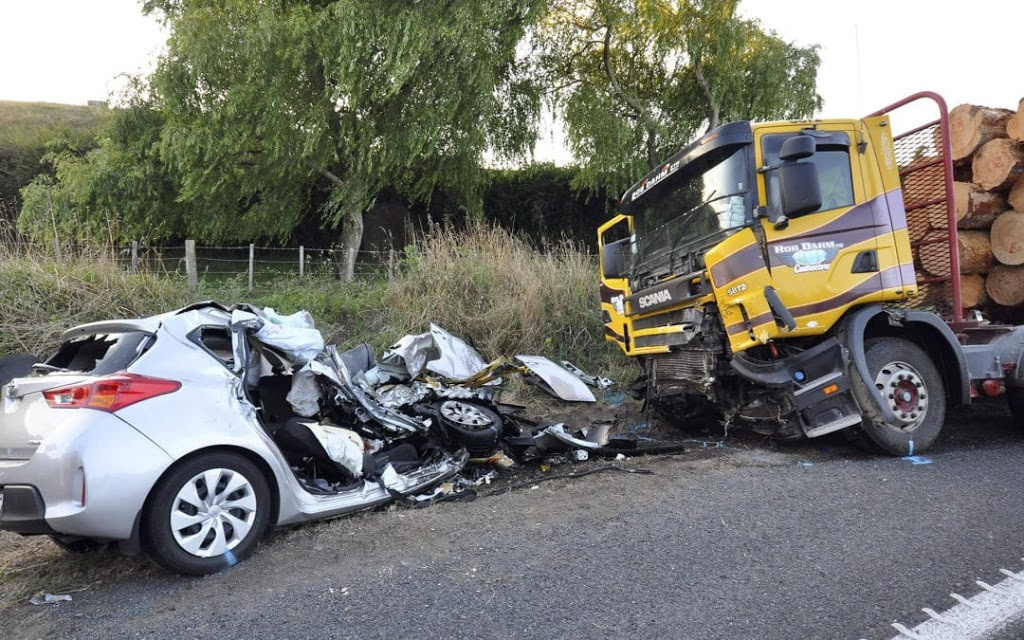Photo of Reasons Why Head-on Collision May Occur During Road Accidents