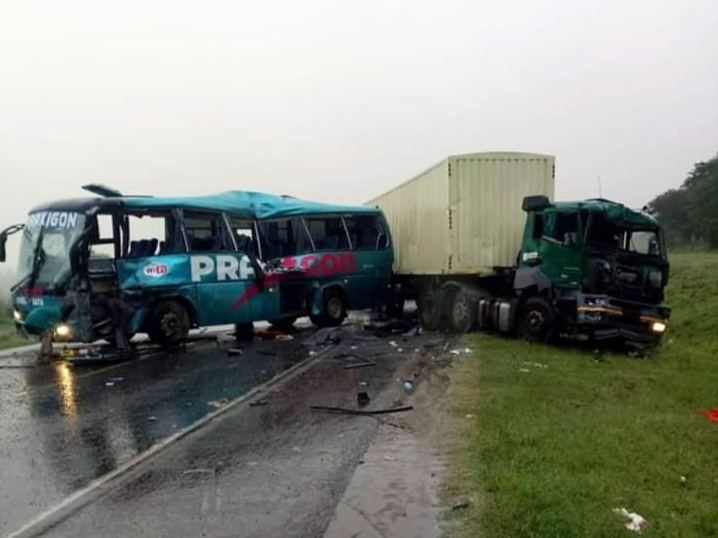 Photo of One Person Feared Dead While Several Others Injured In An Accident Between Bus & Trailer